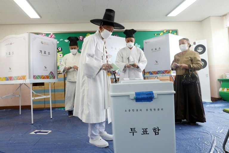 Photo of South Koreans head to polls despite global pandemic