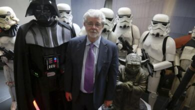 Photo of Emotional goodbye of George Lucas to David Prowse, the actor of Darth Vader