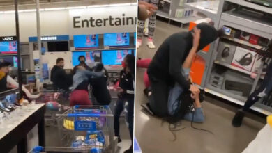 Photo of Women fight over PS5 in US store