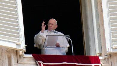 Photo of Pope jokes 'some wanted me dead' after surgery